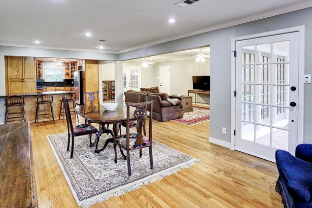 Open floor plan and roomy with kitchen, dining, family spaces. North south exposure provides abundant natural light, great windows! Crown molding, recessed lighting and decorative paint colors. Hardwood flooring and tile throughout, no carpet! (photo 3)