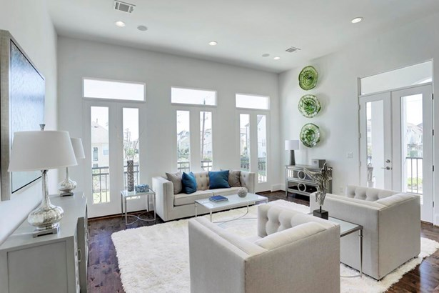 "Natural light pours in the ""Romeo & Juliet"" with transom style windows. Also enjoy outdoor cooking on the large 2nd floor balcony equipped with a gas line for your BBQ. (photo 4)"