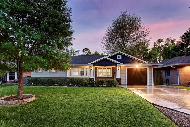 2211 Chantilly is nestled on a charming block in Oak Forest. This 3 bedroom, 2 bath home offers a hardi exterior accented by lush evergreen landscaping and pops of perennial color. (photo 1)