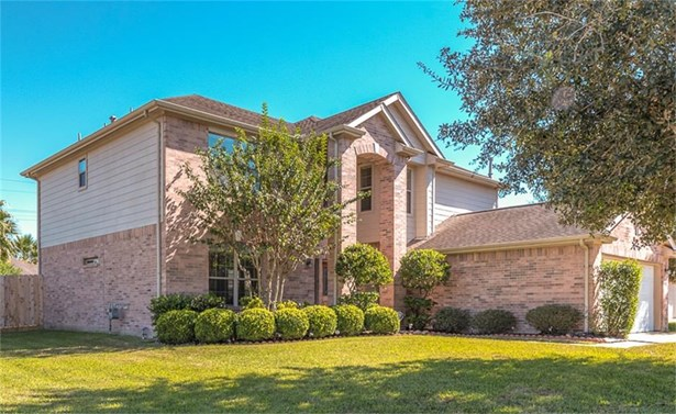 Wonderful 5-bedroom home in Katy with easy-flow floor plan and light-filled living spaces! (photo 1)