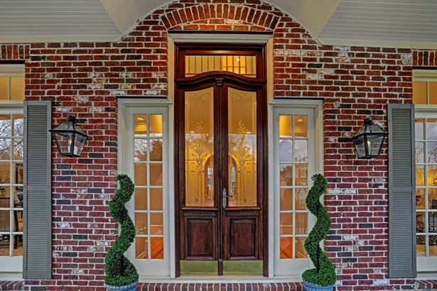 11' double doors with etched glass and transom, gas burning lanterns create a grand entrance (photo 3)
