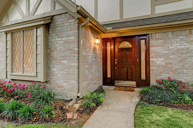 Beautiful mahogany front door with mahogany side lights, both with beveled and frosted glass inserts. (photo 2)