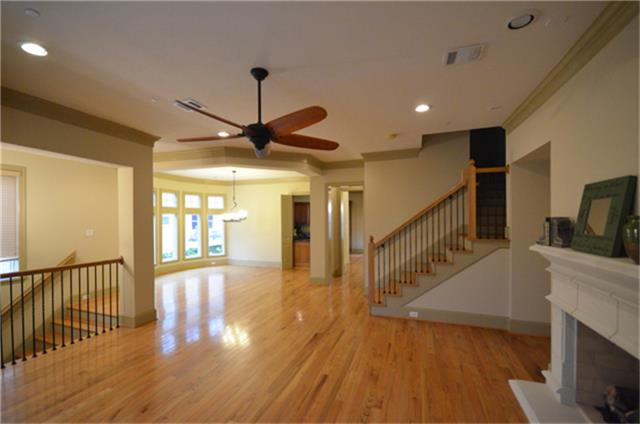 Entertaining is easy with this great floor plan. (photo 5)