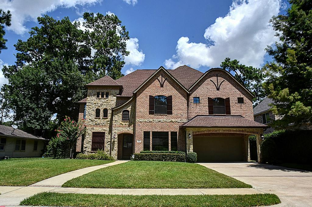Stunning executive home in Glenmore Forest (photo 1)