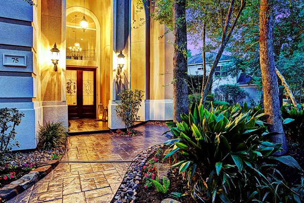 Luscious landscaping welcomes guest at the walkway leading to the grandiose front door. (photo 2)