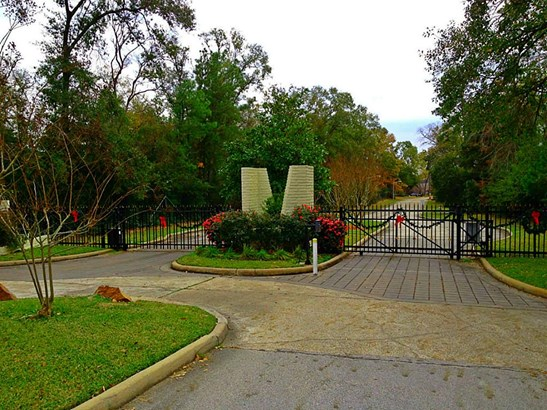 Access to the complete acreage group is through these neighborhood security gates which are located on WALDEN ROAD.. (photo 5)
