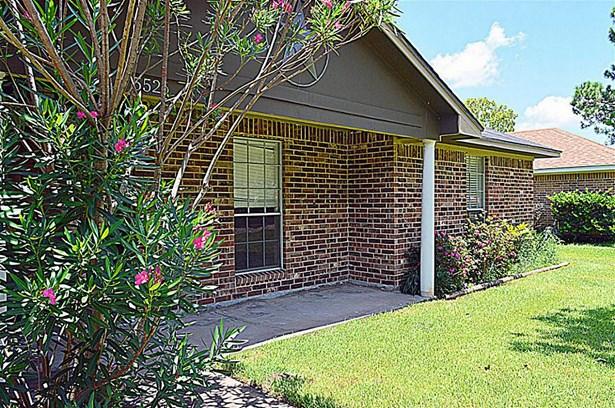 Traditional, Cross Property - Dickinson, TX (photo 2)