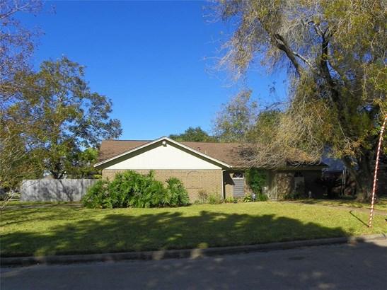 Traditional, Cross Property - Santa Fe, TX (photo 4)
