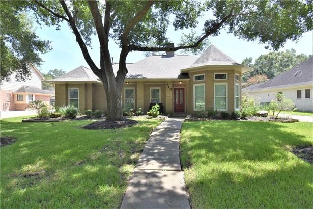Traditional, Single-Family - Dickinson, TX