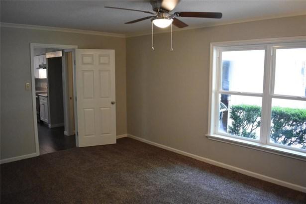 Traditional, Cross Property - Dickinson, TX (photo 5)