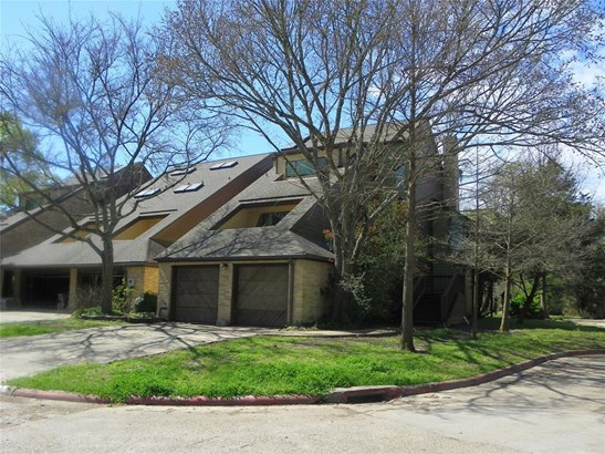 Townhouse, Traditional - Friendswood, TX (photo 1)