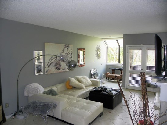 Townhouse, Traditional - Friendswood, TX (photo 5)