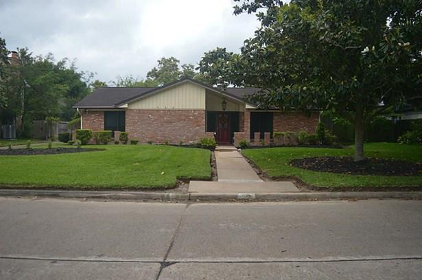 Traditional, Cross Property - Taylor Lake Village, TX (photo 1)