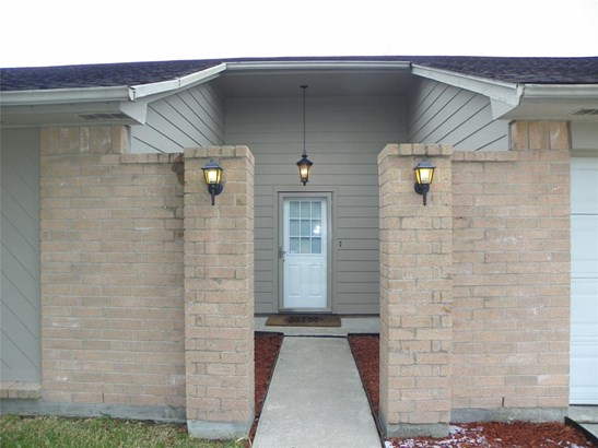 Traditional, Cross Property - Friendswood, TX (photo 4)