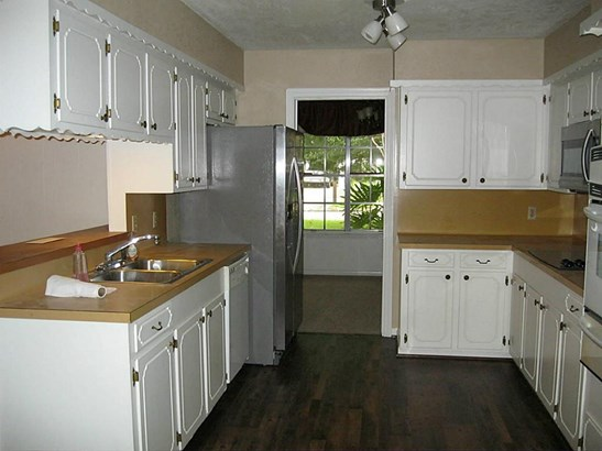 Single Family Detached, Traditional - Dickinson, TX (photo 4)