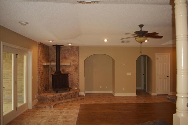 Ranch,Traditional, Cross Property - Dickinson, TX (photo 4)