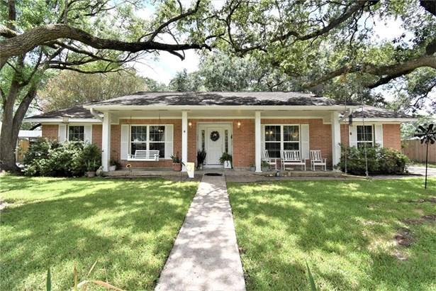 Colonial, Single-Family - Dickinson, TX