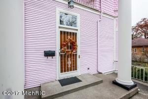 005-Front_Entrance-5068388-medium (photo 5)