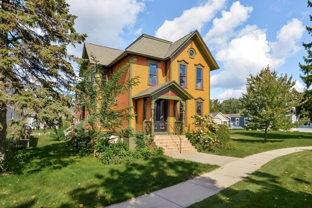 002-Front_View-3265141-large (photo 2)