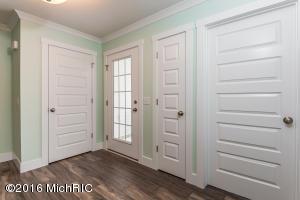 004-Foyer-3527218-large (photo 2)