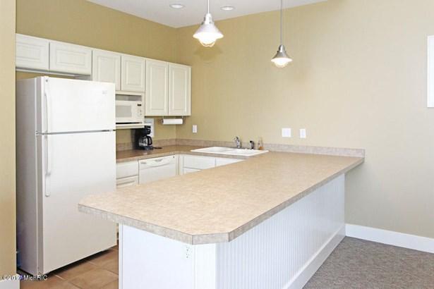 Clubhouse Kitchen (photo 3)