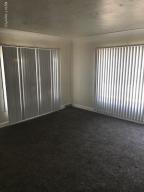 Elwood living room 1 (photo 2)