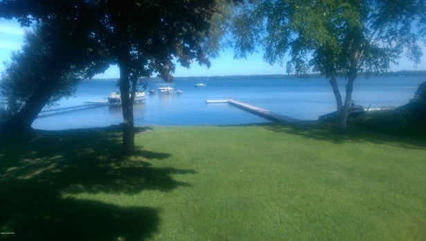 Beautiful lake view (photo 2)