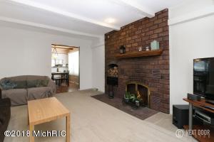 melvin livingroom 2 (photo 3)
