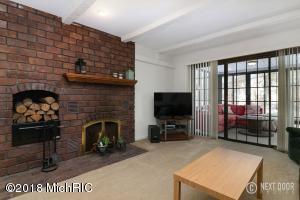 melvin livingroom 3 (photo 4)