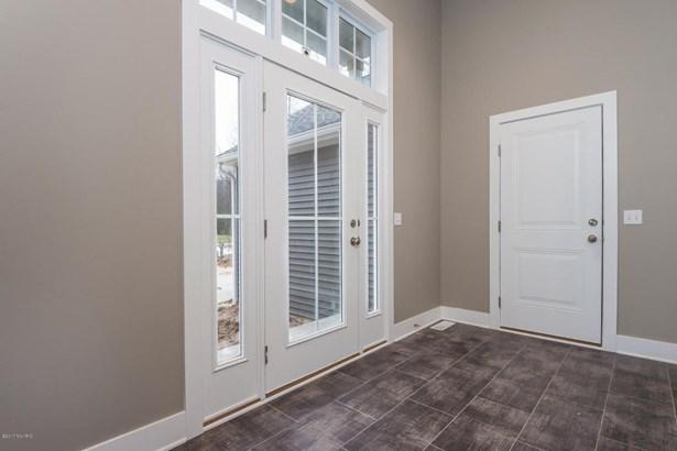 004-Foyer-3716181-medium (photo 4)