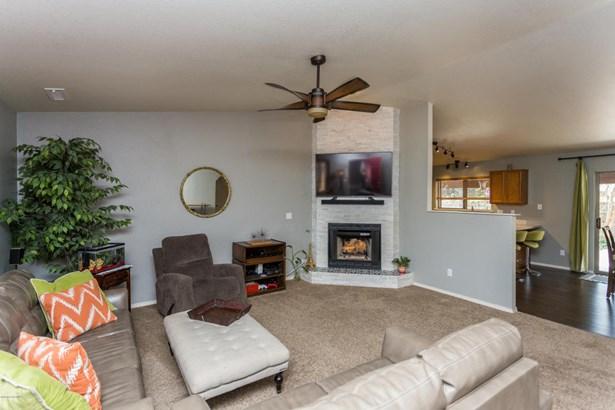 Contemporary, Site Built Single Family - Dewey-Humboldt, AZ (photo 2)