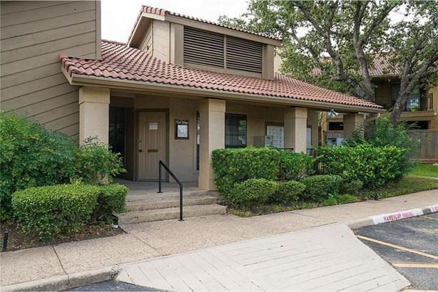 1202 Thorpe Ln #215, San Marcos, TX - USA (photo 2)