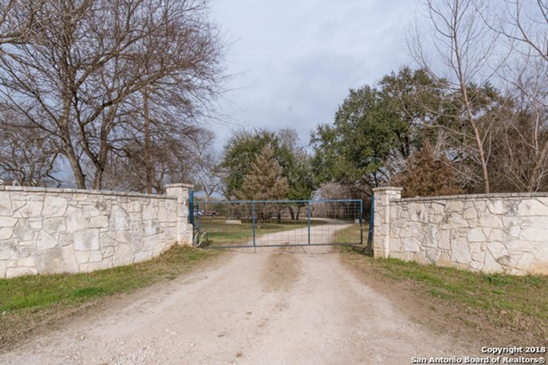 15806 Moore Rd, Von Ormy, TX - USA (photo 4)