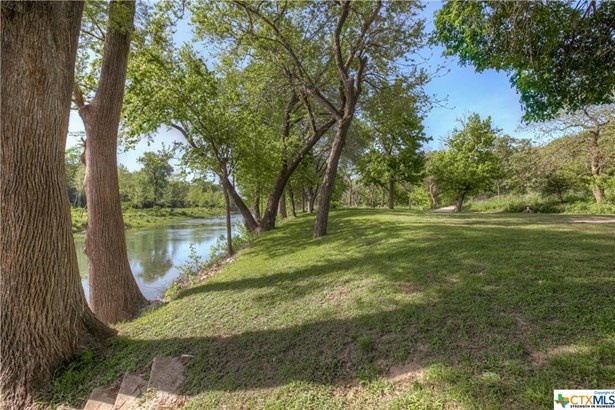 1390 Ervendberg, New Braunfels, TX - USA (photo 1)