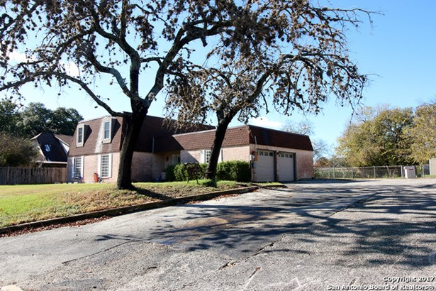 6205 Rue Francois St, Leon Valley, TX - USA (photo 2)