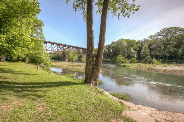 1390 Ervendberg Ave, New Braunfels, TX - USA (photo 4)