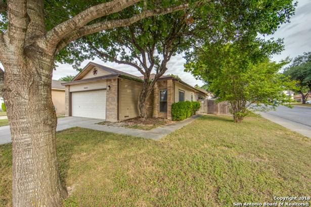 5631 Spring Watch, San Antonio, TX - USA (photo 2)
