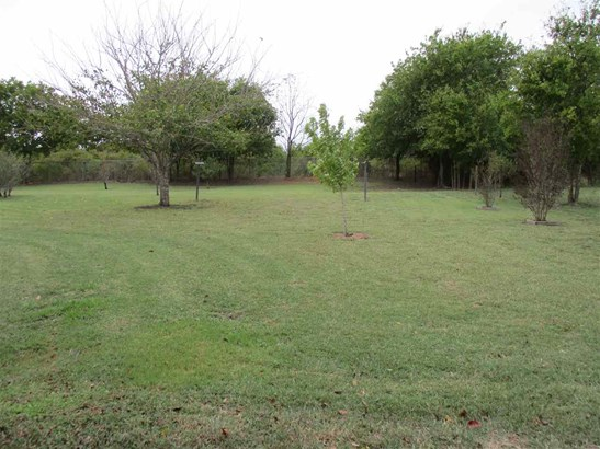126 Soules Cir, Eddy, TX - USA (photo 2)