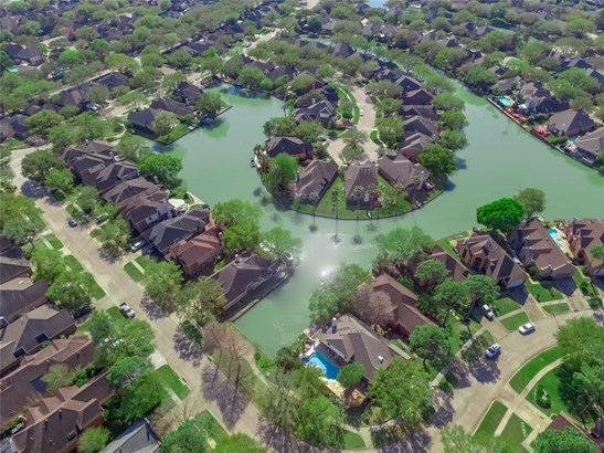 1203 Misty Lake Ct, Sugar Land, TX - USA (photo 3)