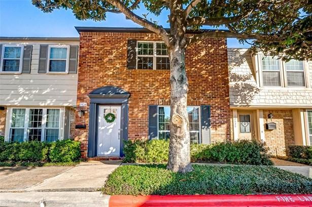 Condominium, Traditional - Houston, TX