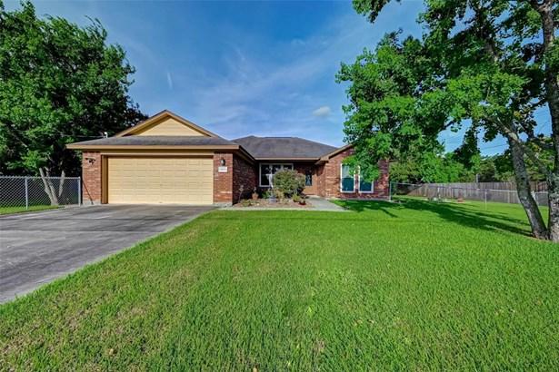 Traditional, Single-Family - Santa Fe, TX
