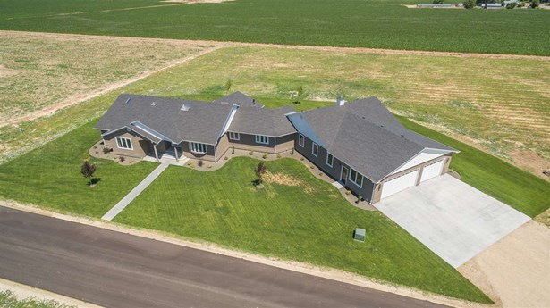 Single Family w/ Acreage - Nampa, ID (photo 1)