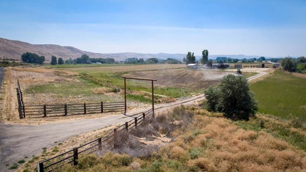 Single Family w/ Acreage - Weiser, ID