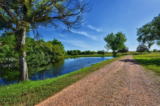 6055 Quebe, Brenham, TX - USA (photo 4)