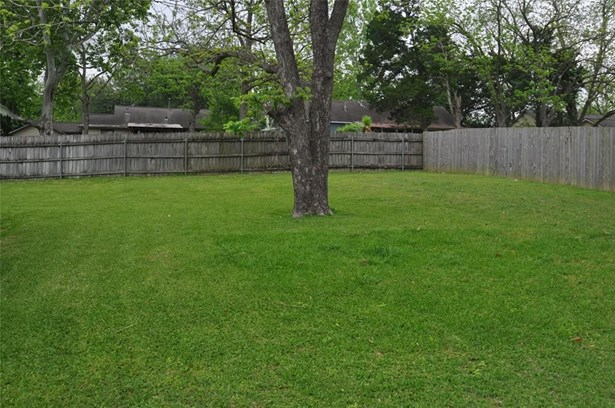 1703 Morgan, Brenham, TX - USA (photo 5)