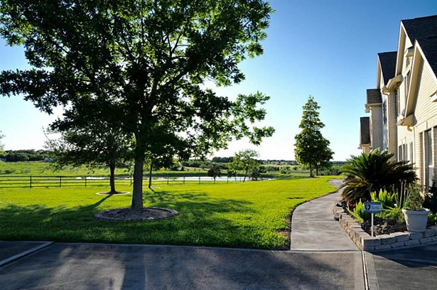 325 Park, Fayetteville, TX - USA (photo 2)