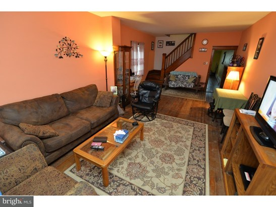 Twin/Semi-detached, Traditional - FRACKVILLE, PA (photo 3)