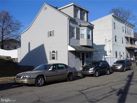 Single Family Residence, Traditional - FRACKVILLE, PA (photo 2)