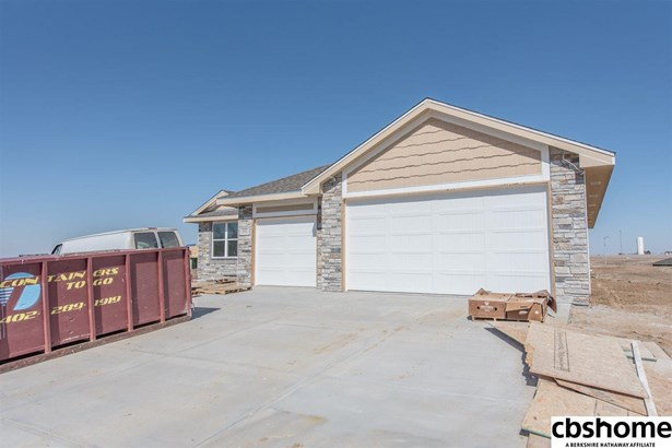 Detached Housing, Ranch - Springfield, NE (photo 1)