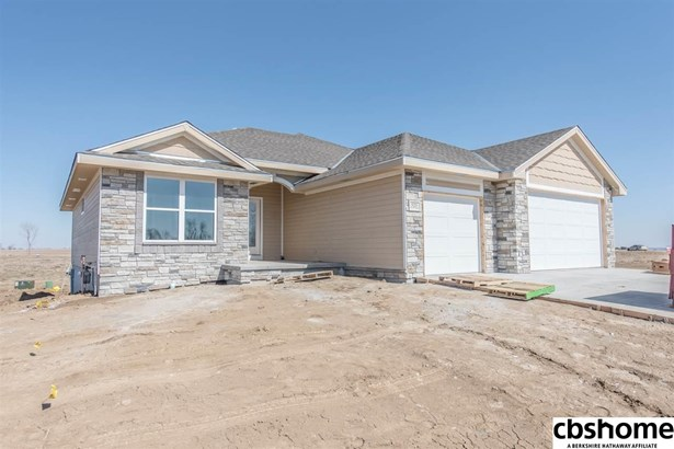 Detached Housing, Ranch - Springfield, NE (photo 3)